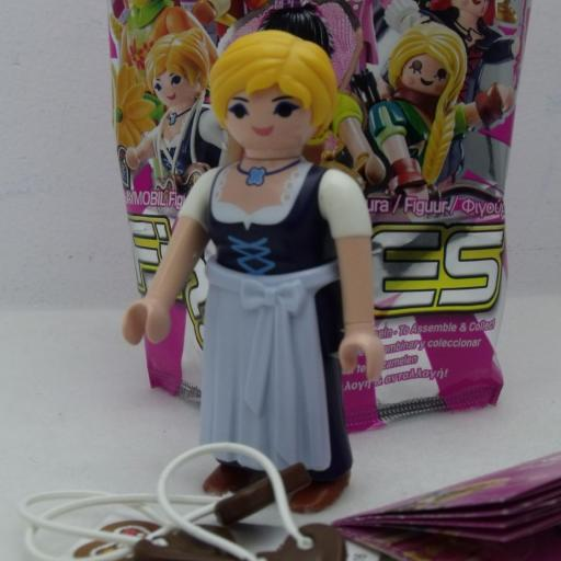 PLAYMOBIL SERIE 11 CHICAS CAMPESINA SUIZA CORAZONES CHOCOLATE [0]