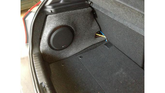 MB QUART Aktiv-Box QB-250 subwoofer BMW1 [1]