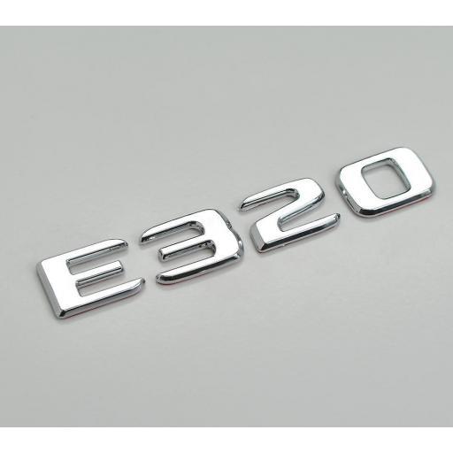 """Mercedes  Logo  Trasero  """"E 320""""  Cromado [1]"""