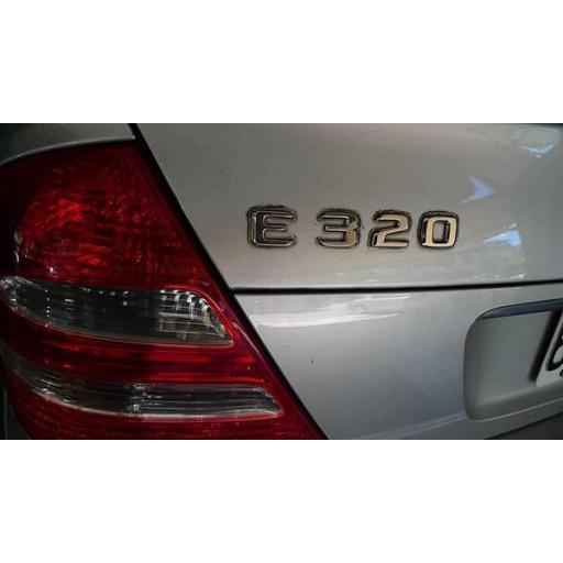 """Mercedes  Logo  Trasero  """"E 320""""  Cromado [2]"""