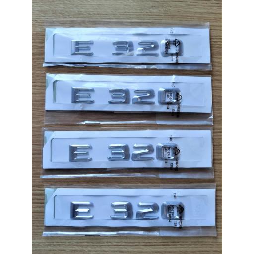 """Mercedes  Logo  Trasero  """"E 320""""  Cromado"""