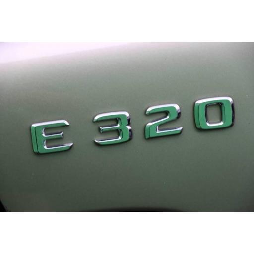 """Mercedes  Logo  Trasero  """"E 320""""  Cromado [3]"""