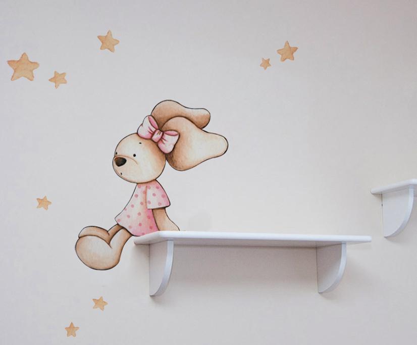 VINILO INFANTIL: Conejita sentada en estanteria