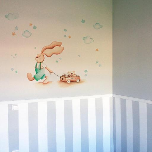 VINILO INFANTIL: Conejito con carro de juguetes en tonos verdes [0]