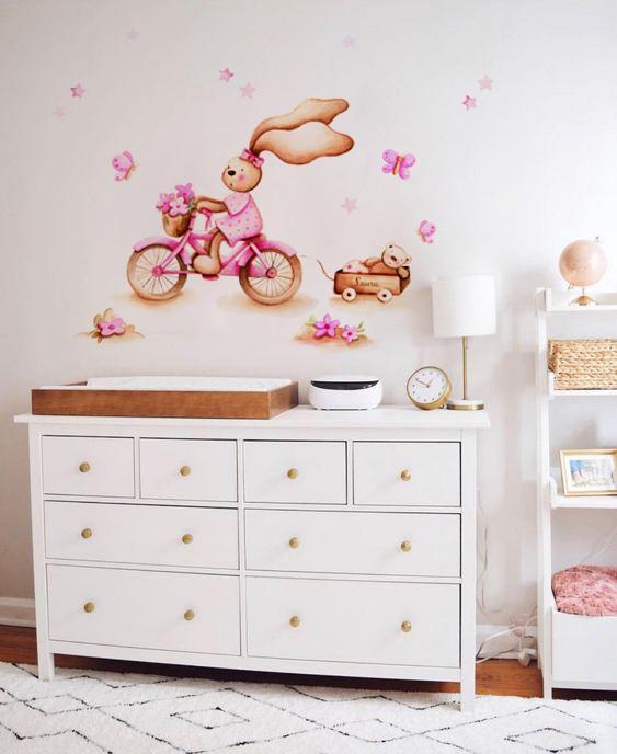 VINILO INFANTIL: Conejita con bici