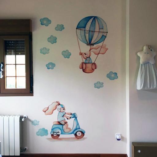 VINILO INFANTIL: Conejitos en vespa azul y globo [0]