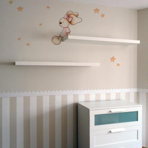 VINILO INFANTIL: Conejita sentada en estanteria [1]