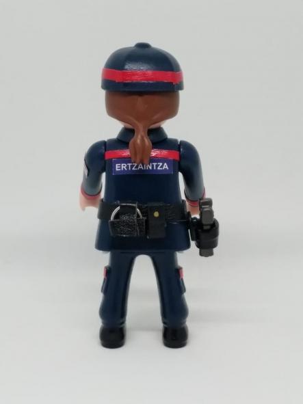 PLAYMOBIL PERSONALIZADO ERTZAINTZA POLICÍA PAÍS VASCO EUSKADI UNIFORME DE SEGURIDAD CIUDADANA MUJER [1]