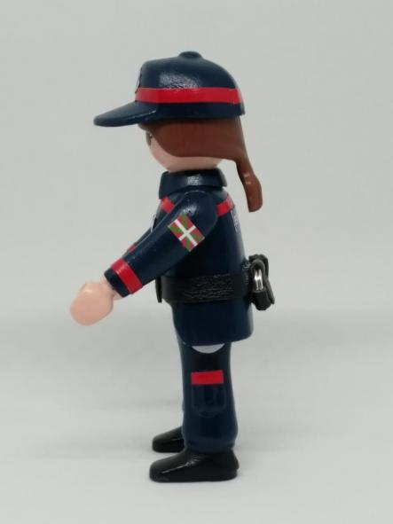 PLAYMOBIL PERSONALIZADO ERTZAINTZA POLICÍA PAÍS VASCO EUSKADI UNIFORME DE SEGURIDAD CIUDADANA MUJER [2]