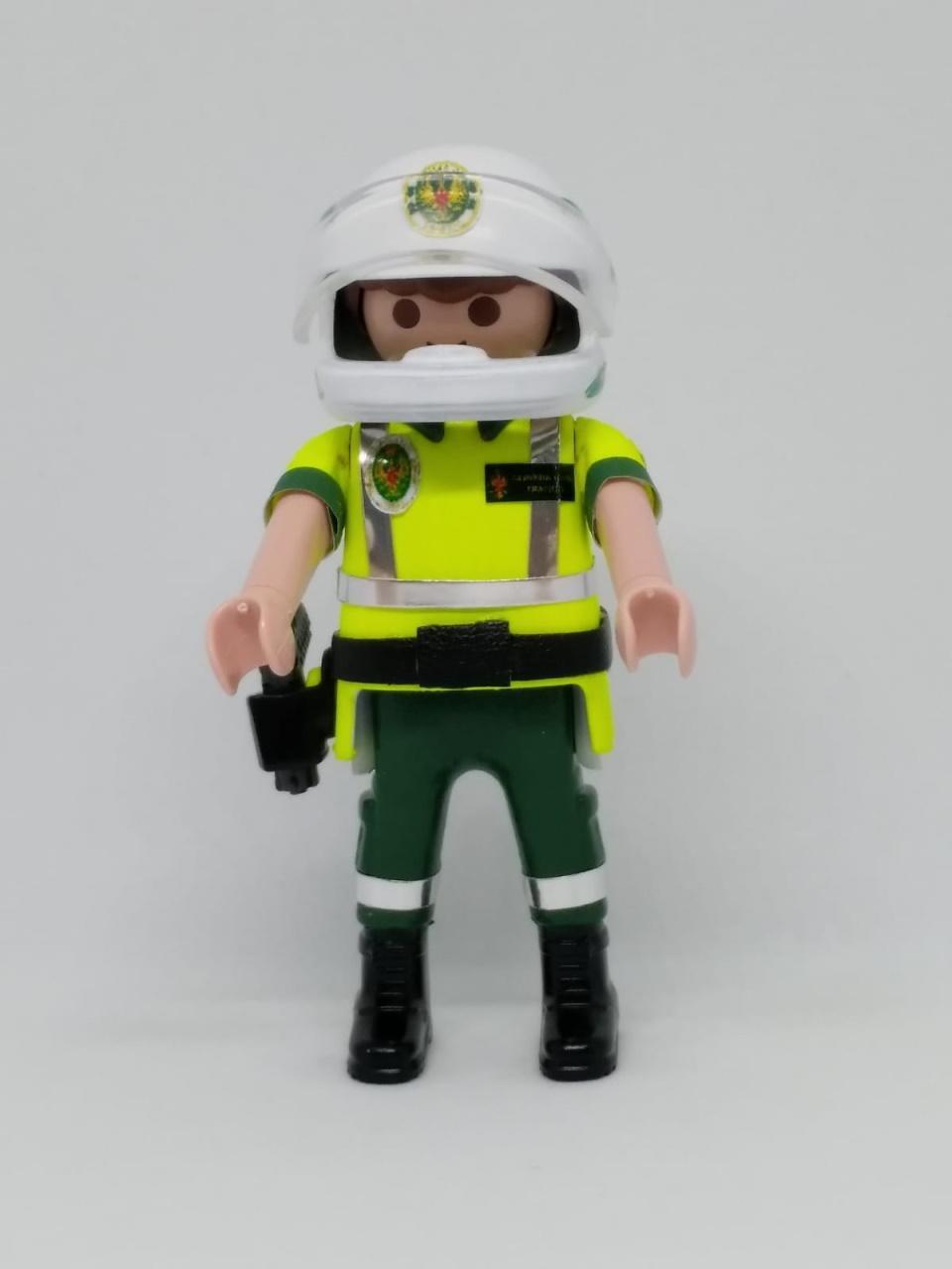 Playmobil personalizado con uniforme de la guardia civil de tráfico con casco hombre
