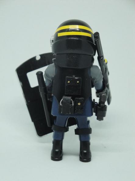 Playmobil personalizado con el uniforme de las CRS de la Policía Nacional de Francia [1]
