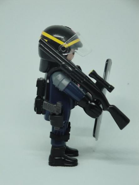 Playmobil personalizado con el uniforme de las CRS de la Policía Nacional de Francia [2]