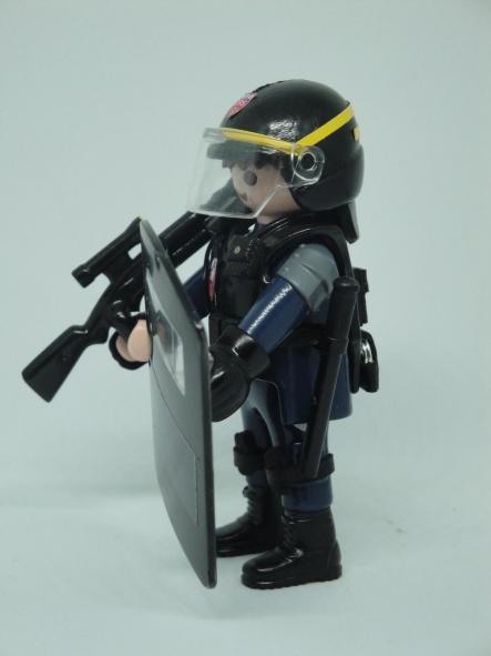 Playmobil personalizado con el uniforme de las CRS de la Policía Nacional de Francia [3]