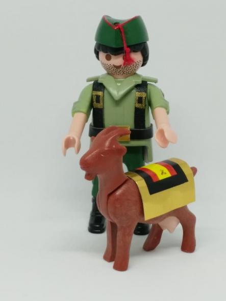 Playmobil personalizado con uniforme de legionario con cabra hombre