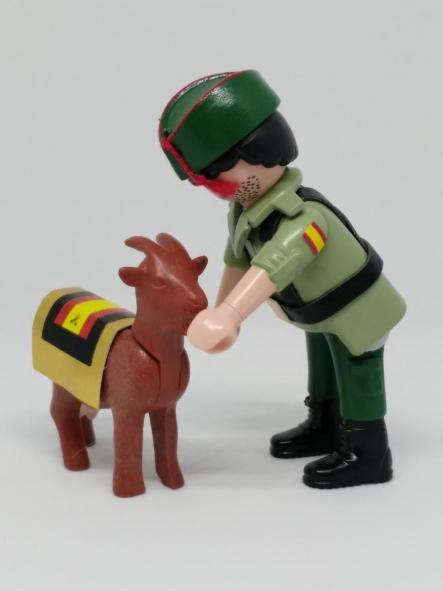 Playmobil personalizado con uniforme de legionario con cabra hombre  [1]