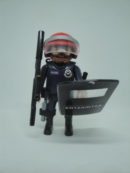 Playmobil Ertzaintza policía país vasco personalizado con uniforme de la Brigada Móvil antidisturbios hombre [0]