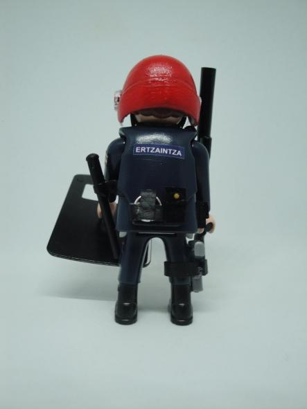 Playmobil Ertzaintza policía país vasco personalizado con uniforme de la Brigada Móvil antidisturbios hombre [1]
