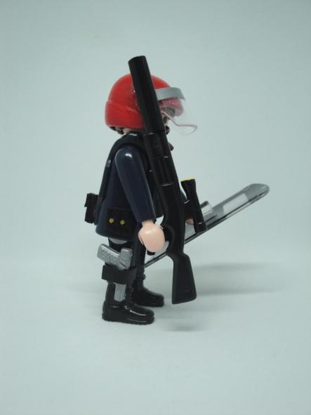 Playmobil Ertzaintza policía país vasco personalizado con uniforme de la Brigada Móvil antidisturbios hombre [3]