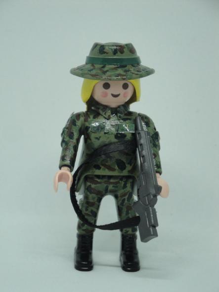 Playmobil personalizado con uniforme Ejercito de tierra Retac Regimiento de transmisiones mujer