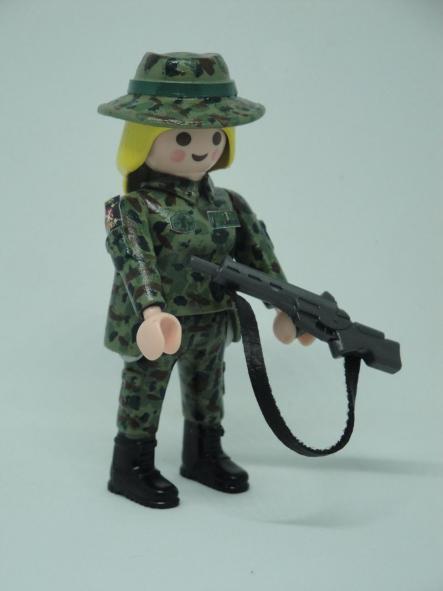 Playmobil personalizado con uniforme Ejercito de tierra Retac Regimiento de transmisiones mujer [1]