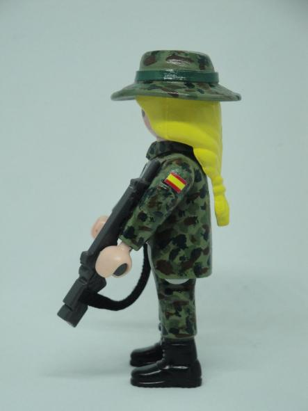 Playmobil personalizado con uniforme Ejercito de tierra Retac Regimiento de transmisiones mujer [2]