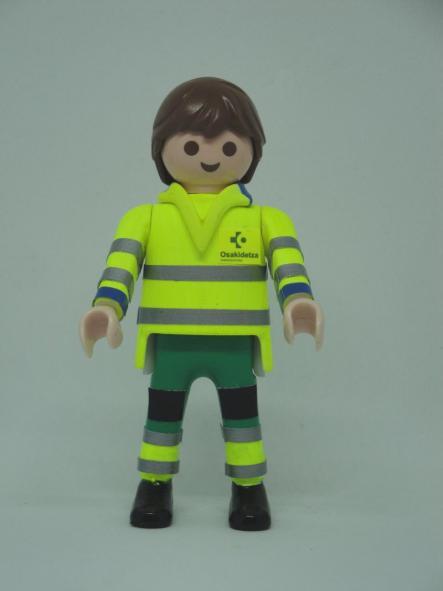 Playmobil personalizado uniforme con pantalón verde de Osakidetza servicio vasco de salud hombre