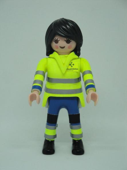 Playmobil personalizado con uniforme pantalón azul de Osakidetza servicio vasco de salud mujer
