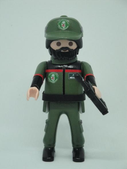 Playmobil personalizado con el uniforme de los agentes forestales de la Comunidad de Madrid hombre