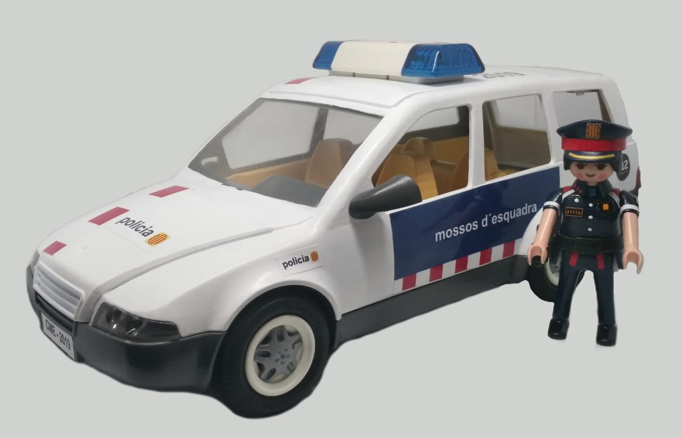 COCHE PLAYMOBIL PERSONALIZADO CON LOS DISTINTIVOS DE LOS MOSSOS D´ESQUADRA POLICÍA DE CATALUÑA