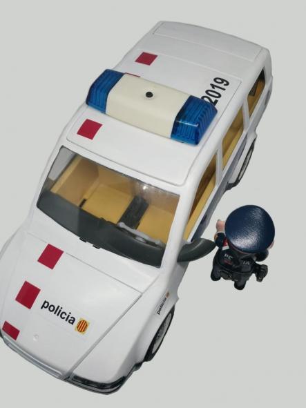 COCHE PLAYMOBIL PERSONALIZADO CON LOS DISTINTIVOS DE LOS MOSSOS D´ESQUADRA POLICÍA DE CATALUÑA [1]