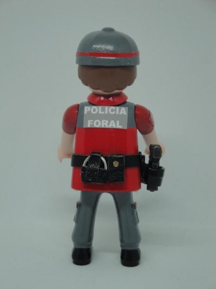 PLAYMOBIL PERSONALIZADO CON UNIFORME DE POLICÍA FORAL DE NAVARRA HOMBRE [1]