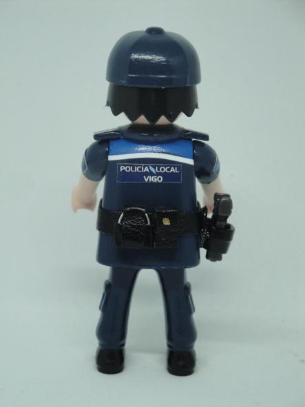PLAYMOBIL PERSONALIZADO CON UNIFORME DE LA POLICÍA LOCAL DE VIGO HOMBRE [1]
