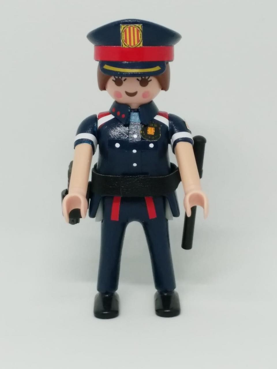 PLAYMOBIL PERSONALIZADO POLICÍA DE CATALUÑA MOSSOS D´ESQUADRA NUEVO UNIFORME MUJER
