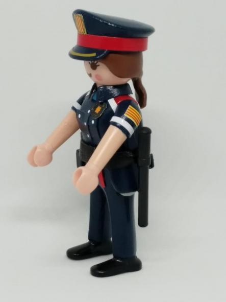 PLAYMOBIL PERSONALIZADO POLICÍA DE CATALUÑA MOSSOS D´ESQUADRA NUEVO UNIFORME MUJER [2]