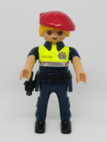 PLAYMOBIL PERSONALIZADO CON EL UNIFORME DE LA POLICÍA MUNICIPAL UDALTZAINGOA DE BILBAO MUJER