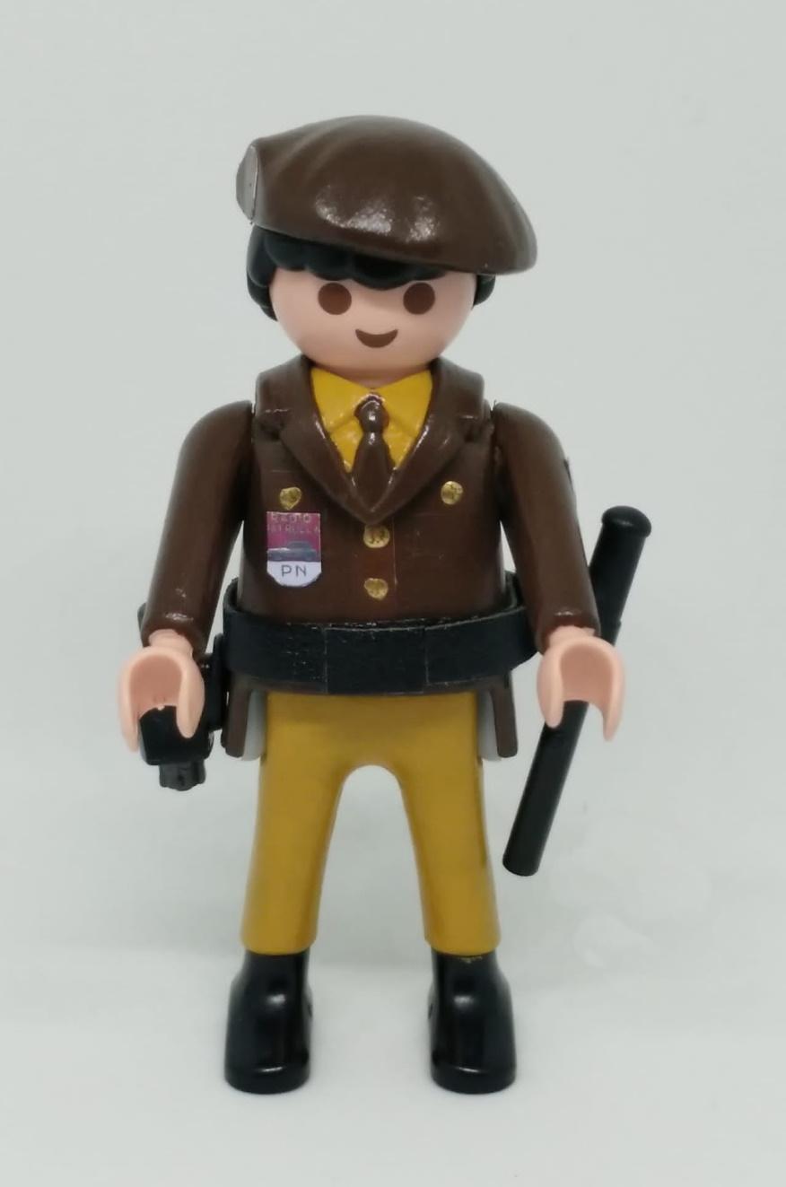 Playmobil personalizado Policía Nacional uniforme marrón con boina hombre