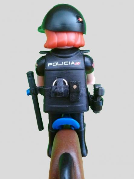 PLAYMOBIL PERSONALIZADO DE LA POLICÍA NACIONAL CNP UNIDAD DE CABALLERÍA MUJER [2]