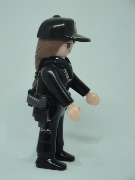 PLAYMOBIL PERSONALIZADO POLICÍA NACIONAL CNP UNIFORME SEGURIDAD CIUDADANA MUJER [3]