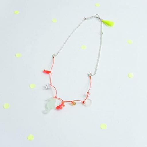 Collar hilo coral mar
