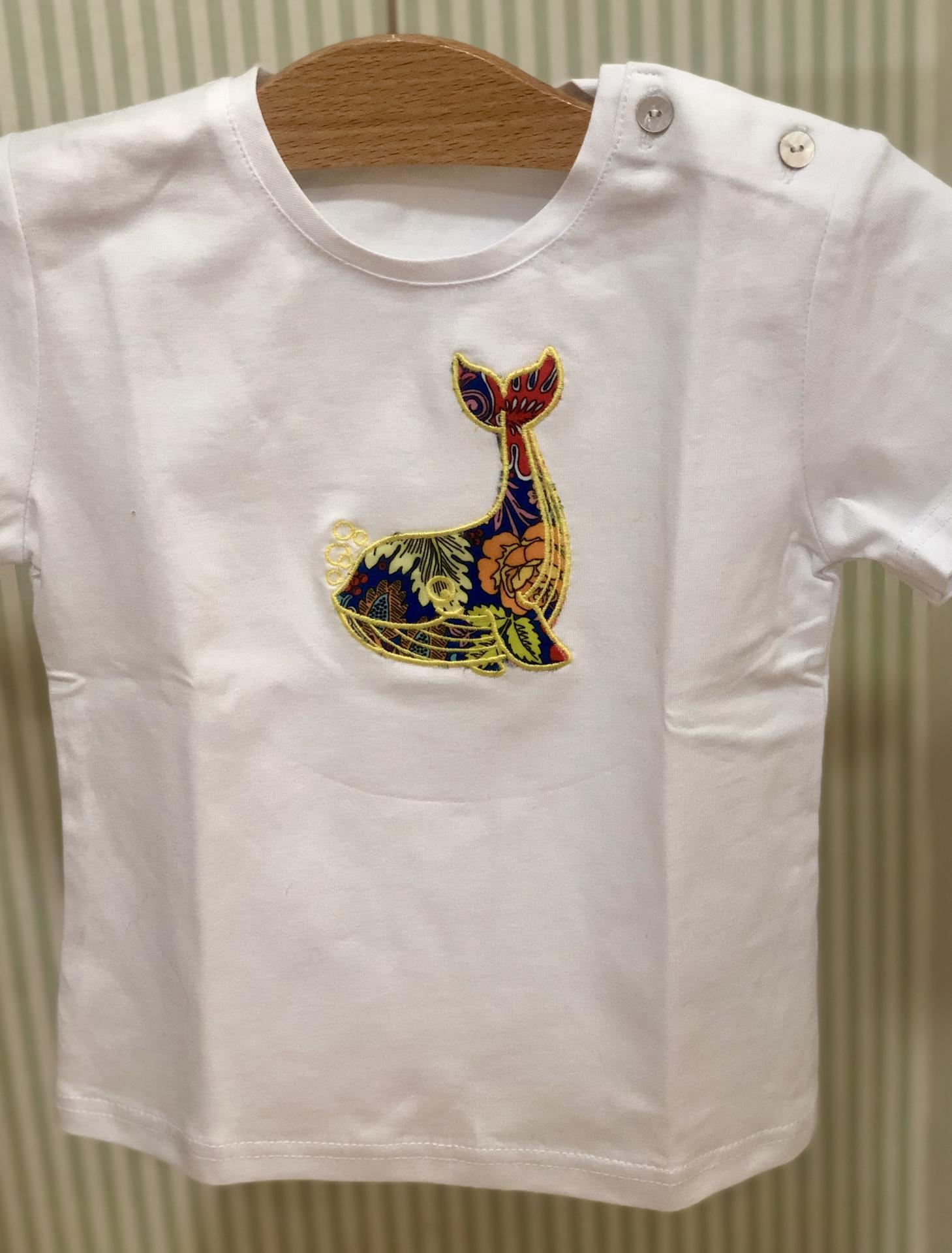 Camiseta con una ballena