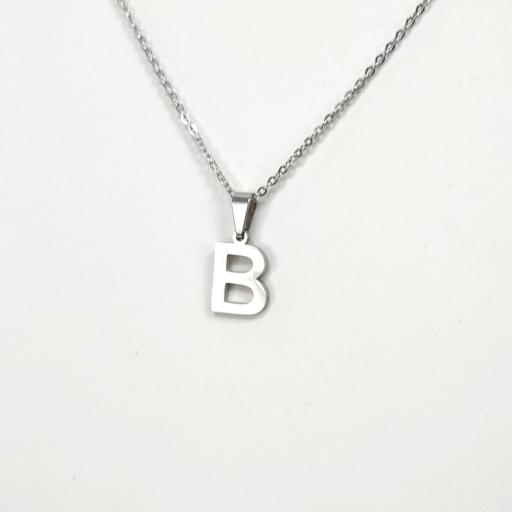 Collar con letra B barato