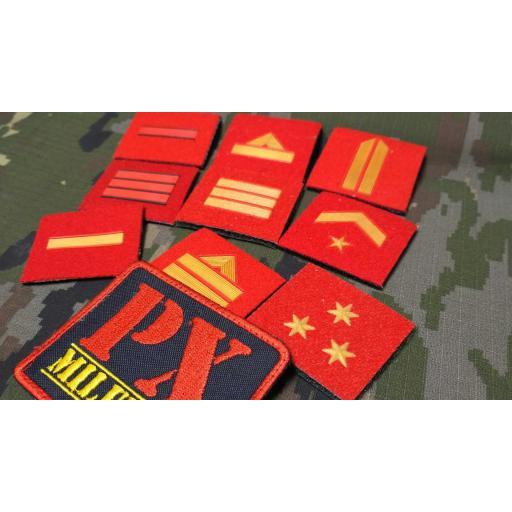 parche-pecho-chandal-galon-empleo-plastica-roja-velcro