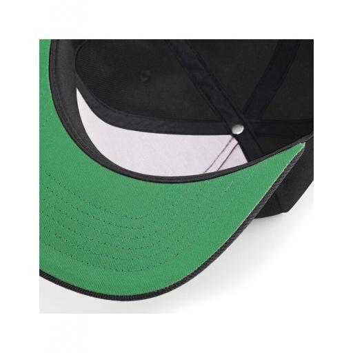 Gorra snapback color negro. [2]