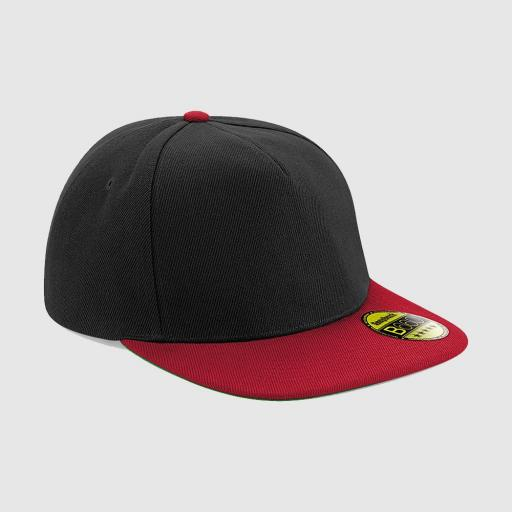 Gorra snapback color negro-rojo.