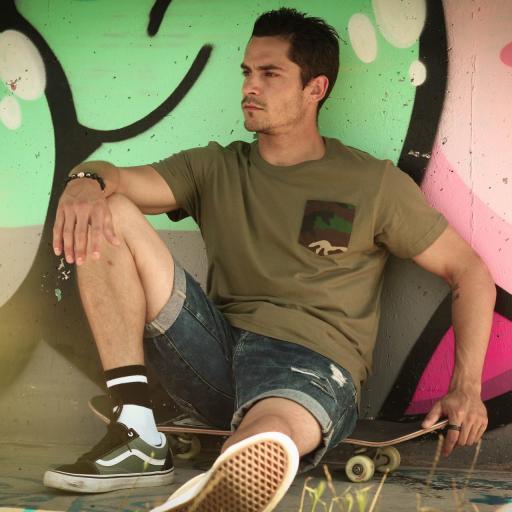 Camiseta unisex bolsillo personalizado color verde militar. [1]