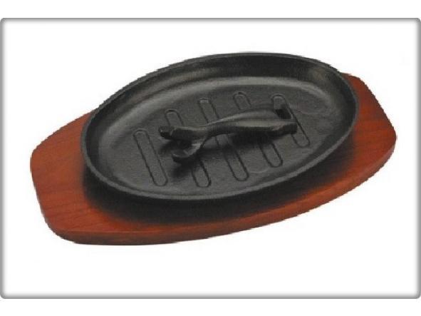 Fuente Oval hierro fundido con base madera 30,5 x 19 cm.