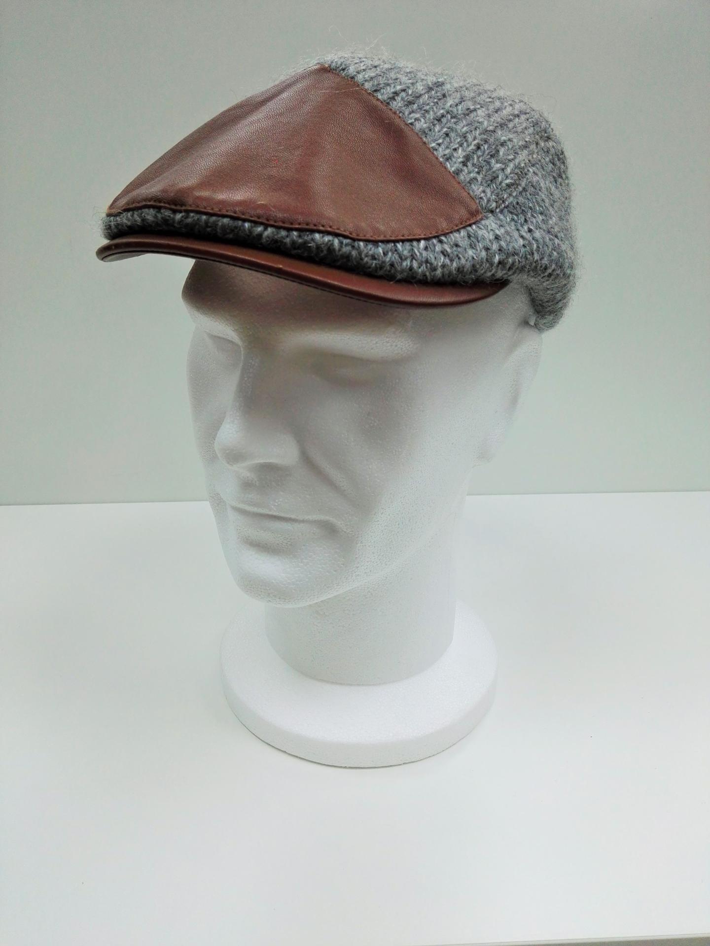 gorra gris remiendo