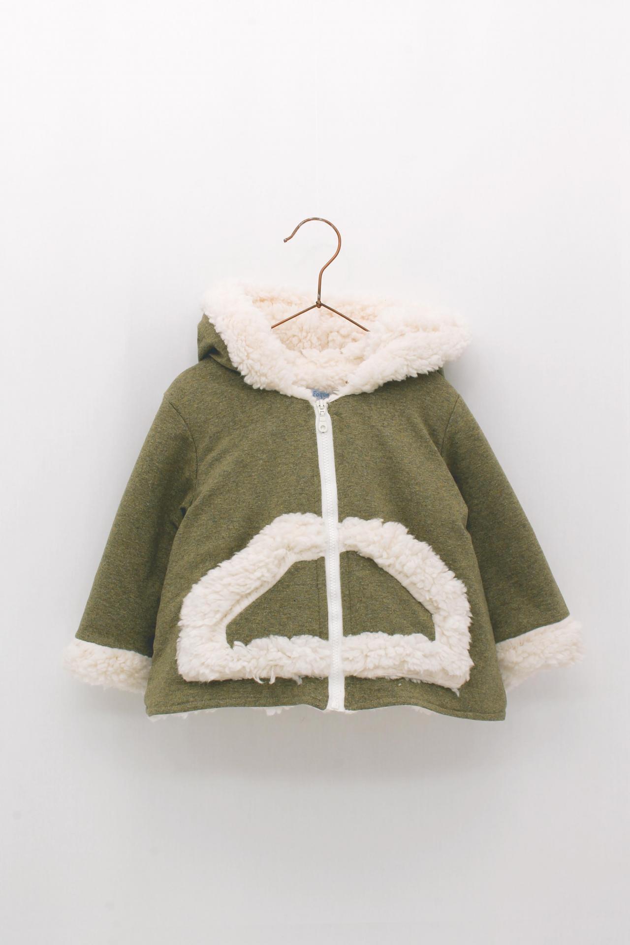 Abrigo Foque con capucha colección veterinario color verde caza.