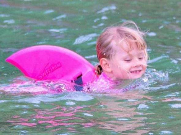 Aleta Tiburón Swimfin color rosa [1]