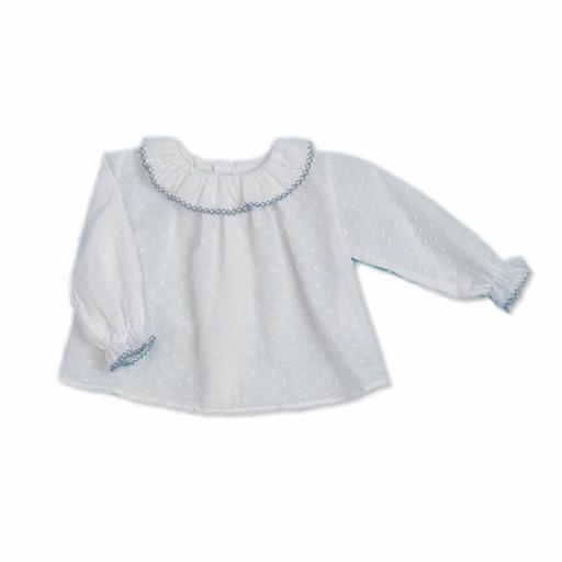 Blusa plumeti César Blanco color blanco con detalles en cuello color jean.